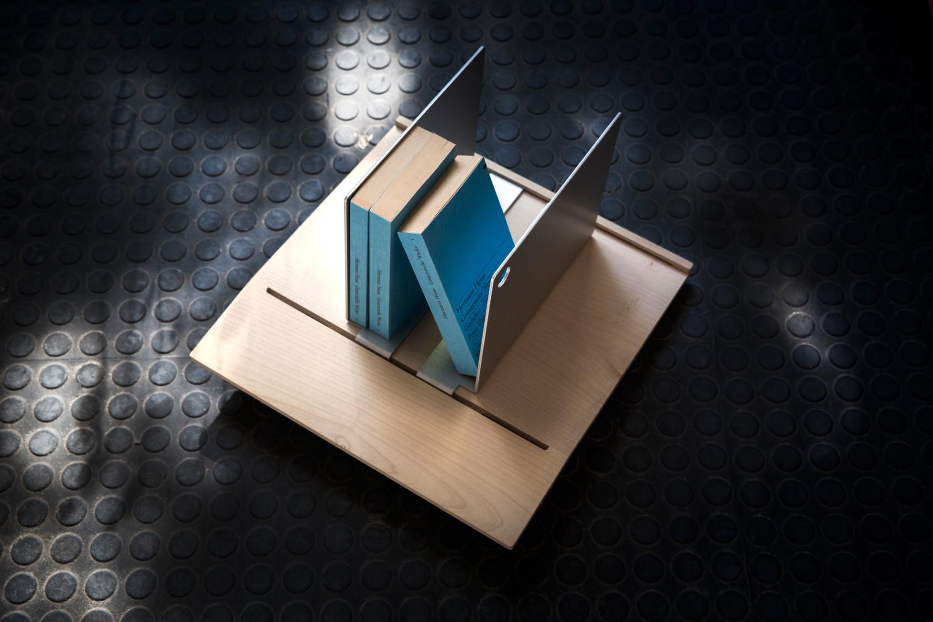 Daniele Dalla Pellegrina Büchertablett Auerberg